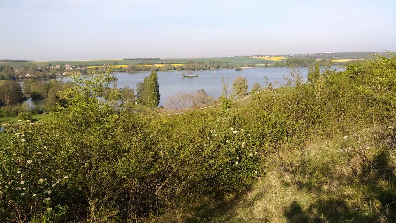 lac d'Ecluzelles et le dolmen