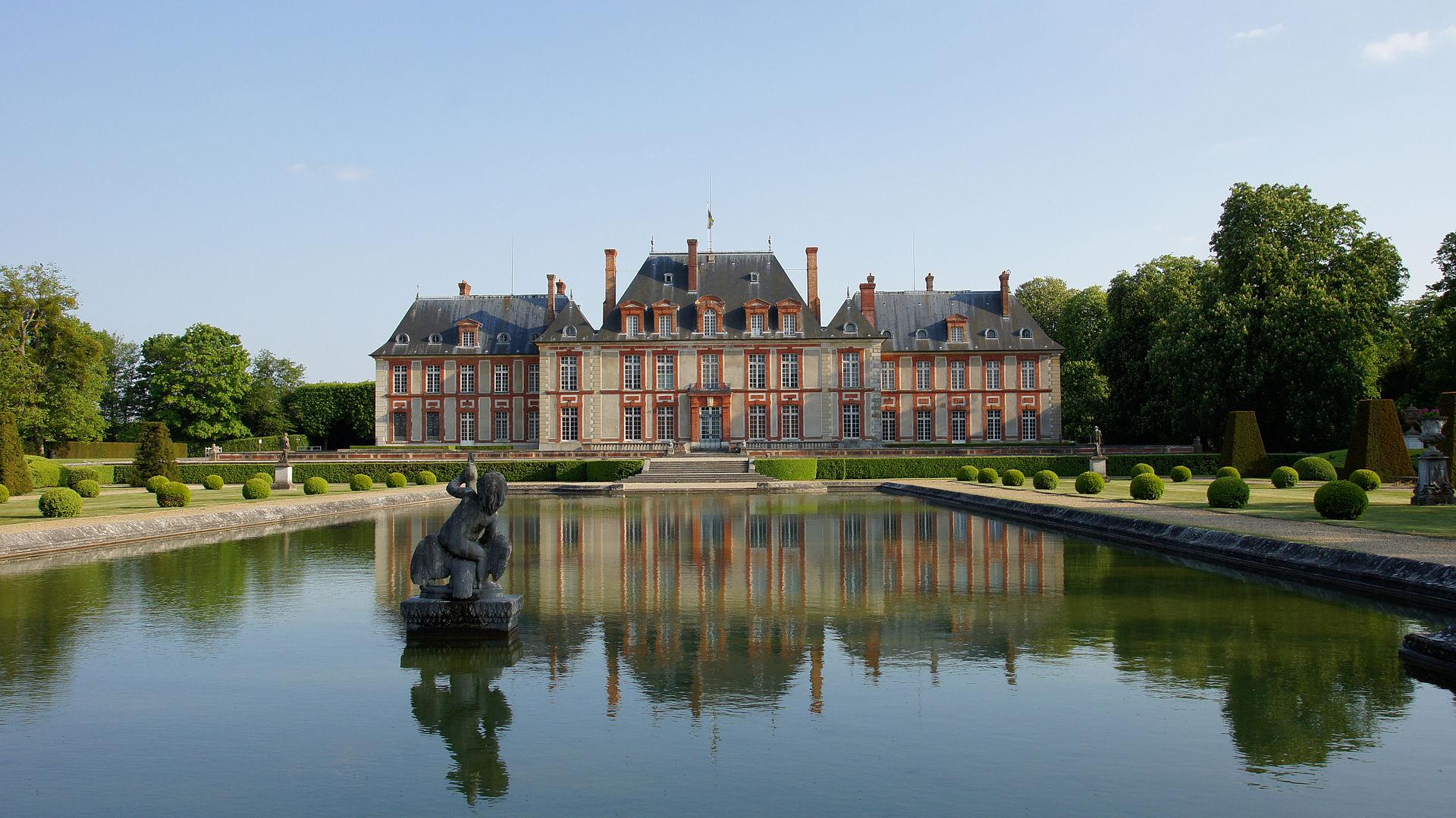 Chateau et miroir d eau